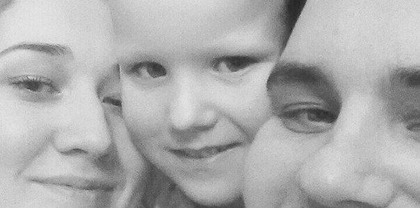 Саше 5 лет. С мамой и папой